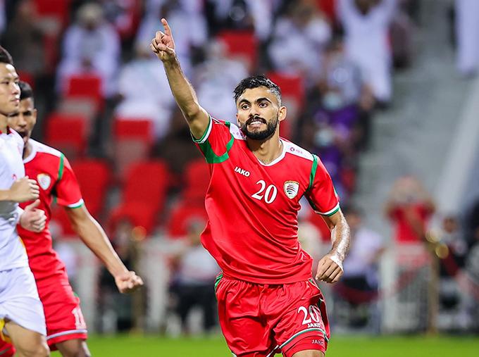 Salaah Al-Yahyaei mừng bàn thắng ấn định tỷ số 3-1 cho Oman. Ảnh: OFA