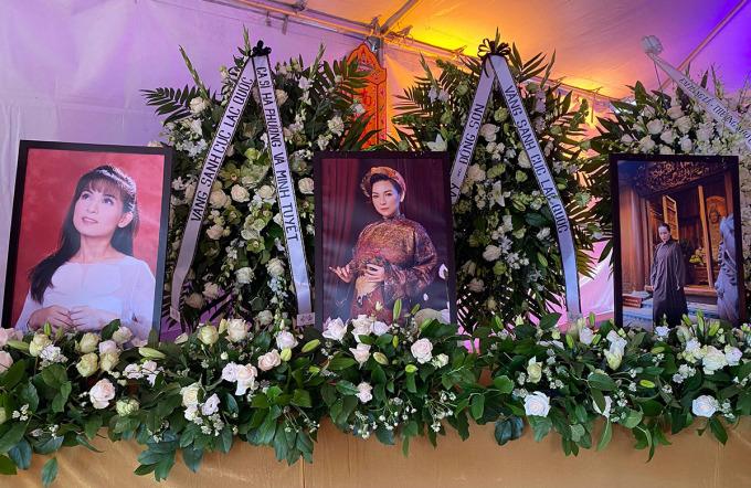 Di ảnh của Phi Nhung được trưng bày trong tang lễ, sau đó sẽ được bán để quyên góp cho quỹ từ thiện. Ảnh: Đức Tiến