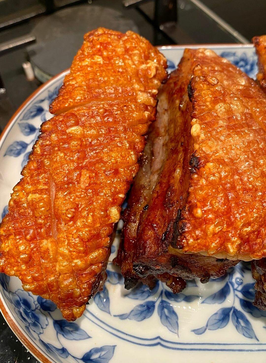 Món thịt heo quay giòn bì của Tăng Thanh Hà - 1
