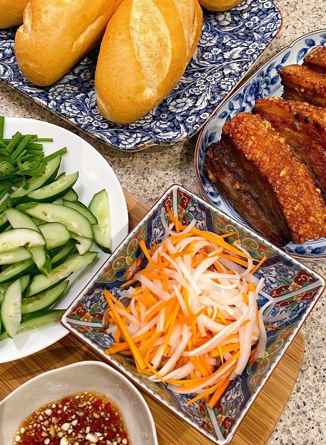 Món thịt heo quay giòn bì của Tăng Thanh Hà - 2