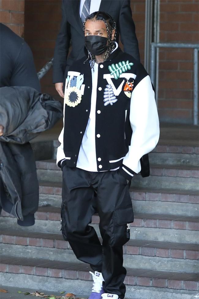 Tyga rời đồn cảnh sát vào sáng thứ ba. Ảnh: Backgrid