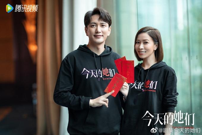 Xa Thi Mạn và một bạn diễn nam trong phim. Ảnh: HK01