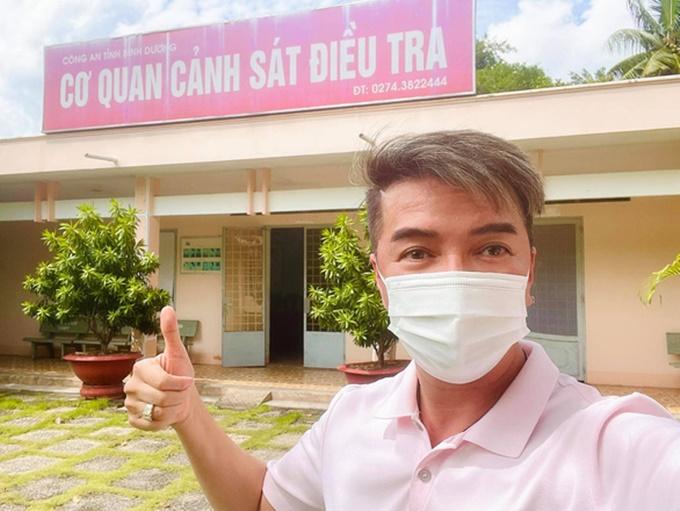 Đàm Vĩnh Hưng đến làm việc tại Cơ quan cảnh sát điều tra, Công an tỉnh Bình Dương.