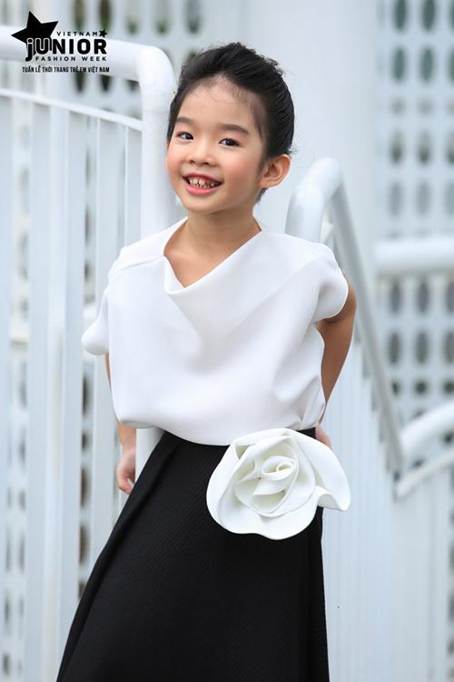 Xuân Lan kể Thỏ mới 8 tuổi nhưng đã ý thức dưỡng da, chăm sóc tóc.