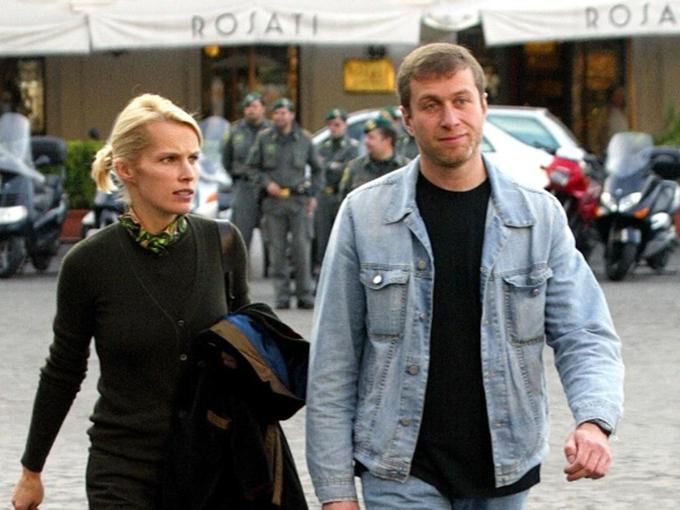 Roman Abramovich và vợ cũ Irina. Ảnh: AFP