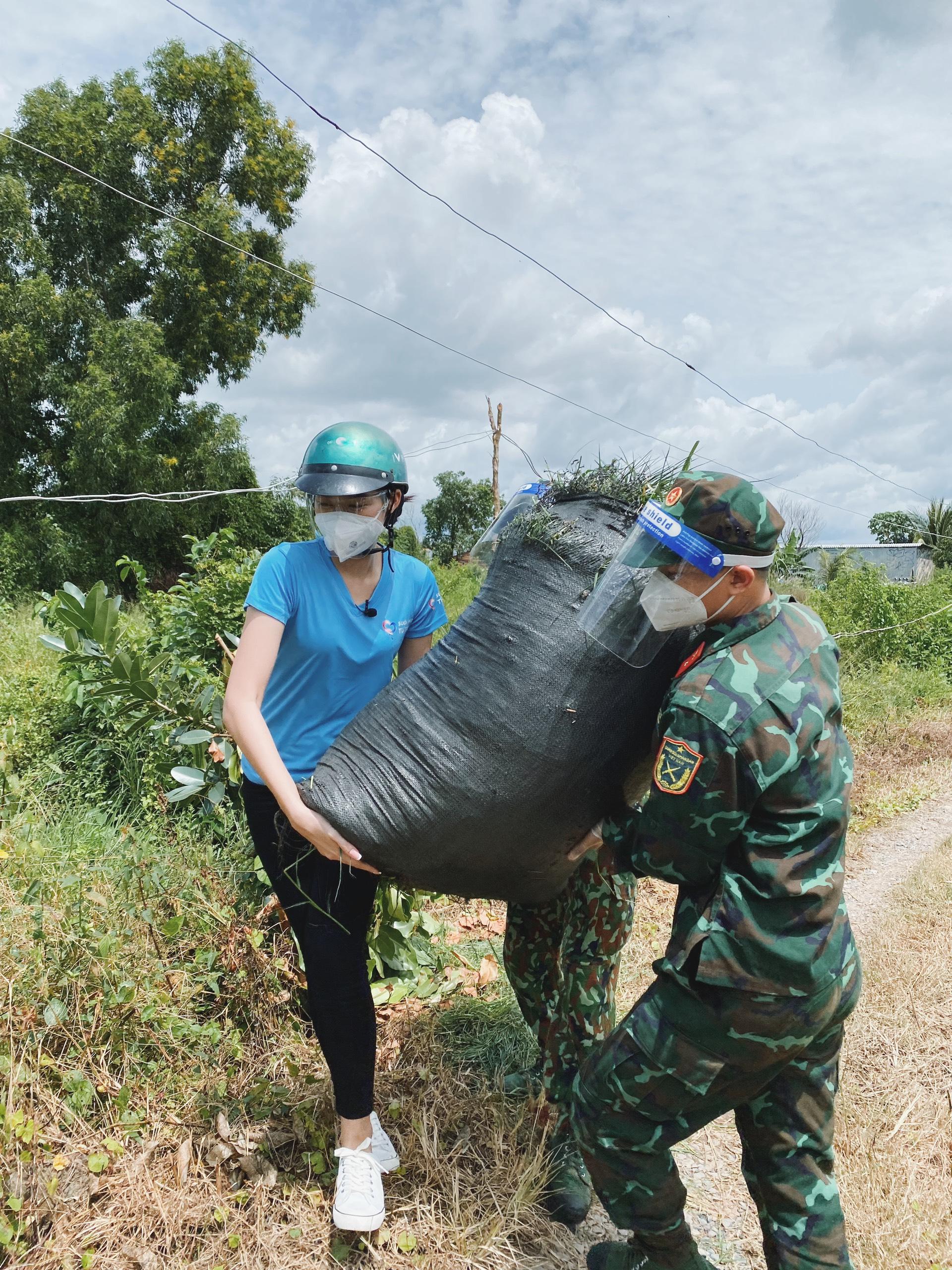 Hoa hậu Đỗ Thị Hà cứu trợ người nghèo - 7
