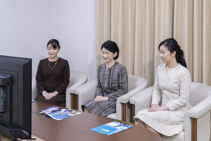 Từ trái sang: Công chúa Mako, Thái tử phi Kiko và Công chúa Kako. Ảnh: Imperial Household Agency
