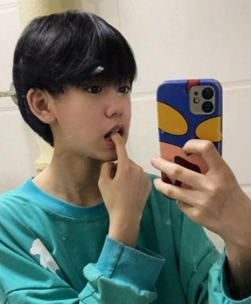 Gương mặt và kiểu tóc khiến Jiayuan qua mặt được nhiều người về giới tính thật. Ảnh: Weibo