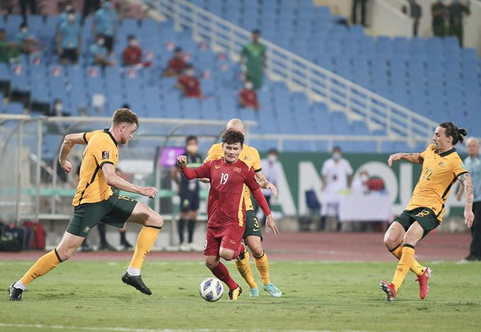 Tuyển Việt Nam đá với Australia trên sân Mỹ Đình không khán giả hôm 7/9. Ảnh: Lâm Thỏa