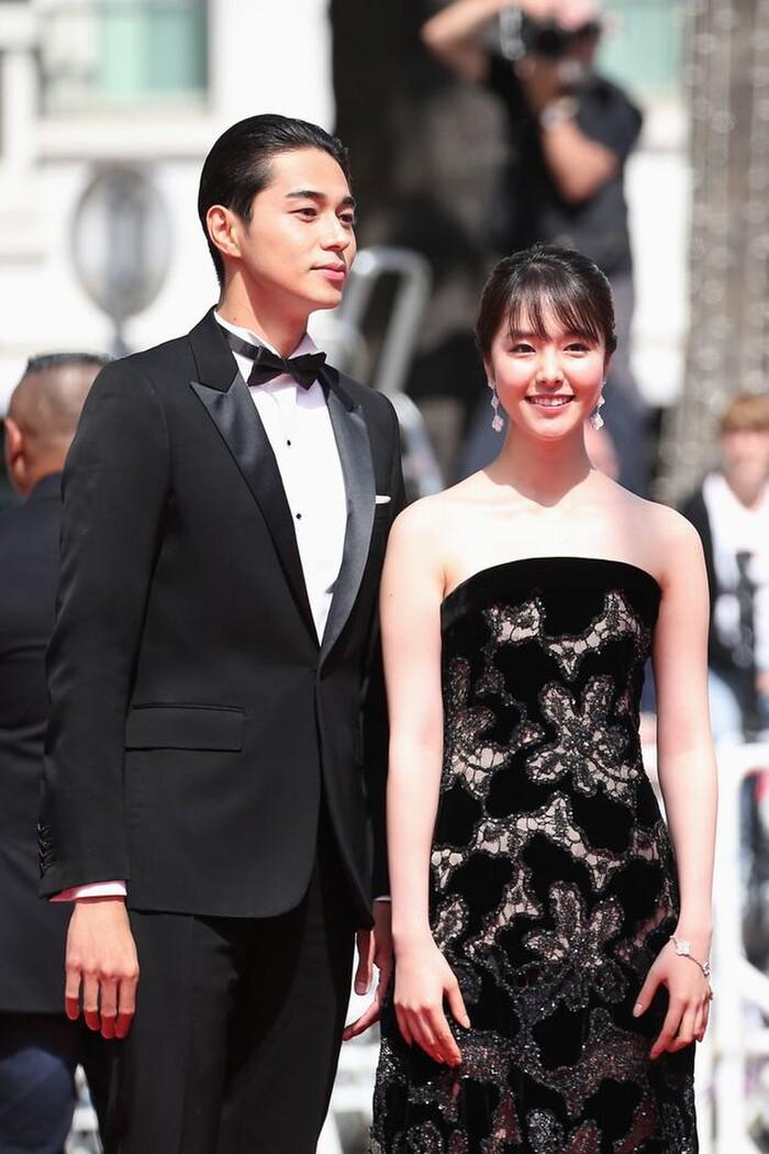 Higashide Masahiro và diễn viên kém 9 tuổi Erika Karata có quan hệ tình cảm với nhau sau khi đóng phim chung.