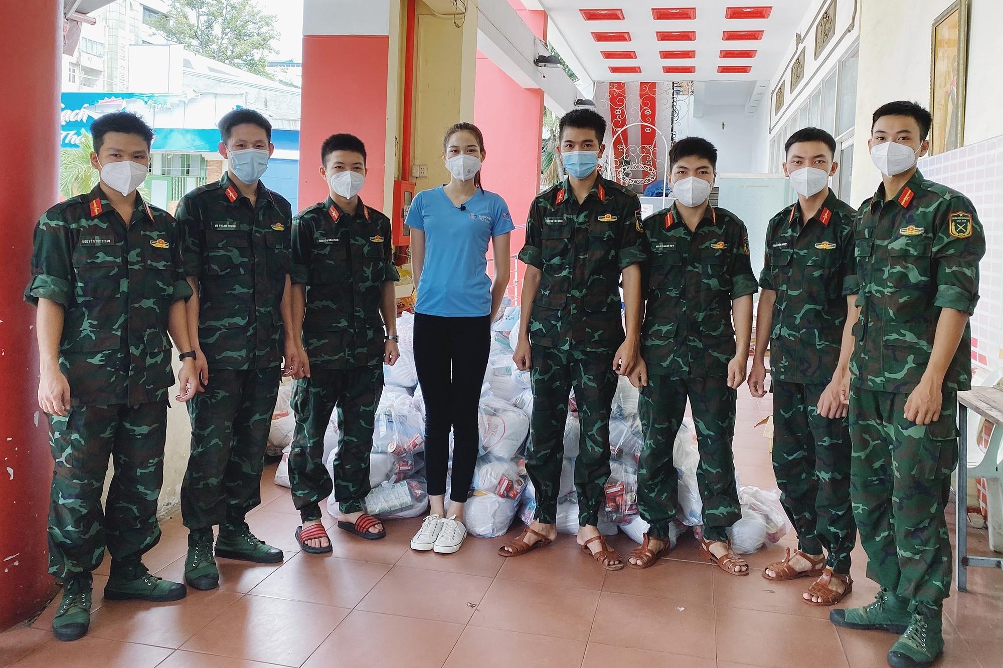 Hoa hậu Đỗ Thị Hà cứu trợ người nghèo - 8
