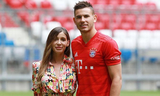 Lucas Hernandez và cô vợ Amelia trong buổi ra mắt Bayern Munich 2019. Ảnh: Imago