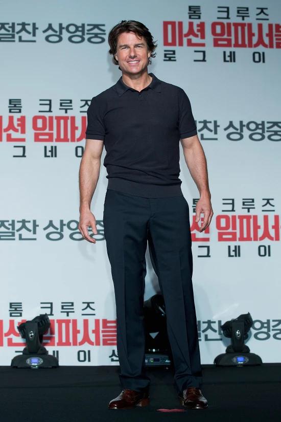 Ngôi sao Hollywood khoe body khỏe khoắn với áo phông tại buổi họp báo phim Mission Impossible ở Seoul năm 2015.