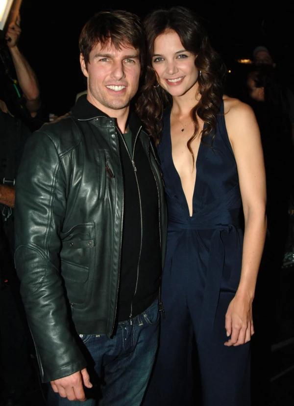 Ngôi sao Nhiệm vụ bất khả thi và người vợ thứ ba - diễn viên Katie Holmes - tham dự lễ trao giải MTV 2005.