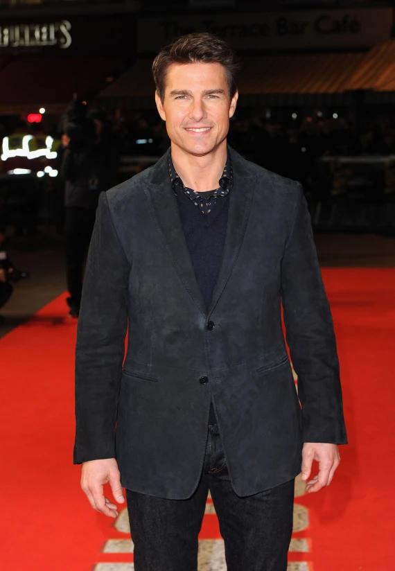 Trải qua sóng gió ly hôn với Katie Holmes, Tom Cruise vẫn giữ được phong độ ổn định cả về ngoại hình lẫn sự nghiệp. Anh xuất hiện trẻ trung ở tuổi 50 tại lễ ra mắt phim Jack Reacher năm 2012.
